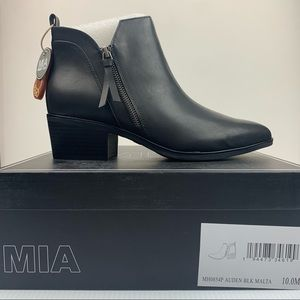 NIB MIA Neil Side Zip Black Bootie Size 10 Auden